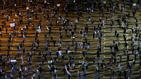 Protest mit Masken und Sicherheitsabstand: Tausende Israelis demonstrieren gegen den israelischen Ministerpräsidenten Benjamin Netanjahu.