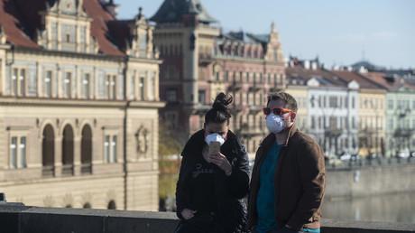 Symbolbild: Ein Paar in Prag