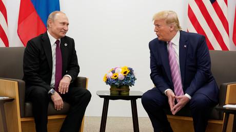 Stecken laut Verschwörungstheorien unter einer Decke: Russlands Präsident Wladimir Putin und sein US-Amtskollege Donald Trump.
