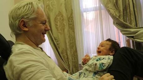 WikiLeaks-Gründer Julian Assange mit Gabriel, dem ersten der beiden gemeinsamen Kinder mit Stella Moris.
