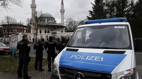 Symbolbild. Polizei vor einer Berliner Moschee, Februar 2020.