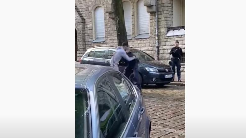 """Neukölln: """"Faustschläge und Spuckattacke auf Beamten"""" – Polizeieinsatz gerät außer Kontrolle"""