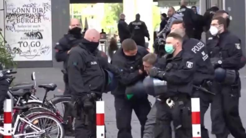 """Mehrere Festnahmen bei sogenannter """"Hygienedemo"""" in Berlin"""