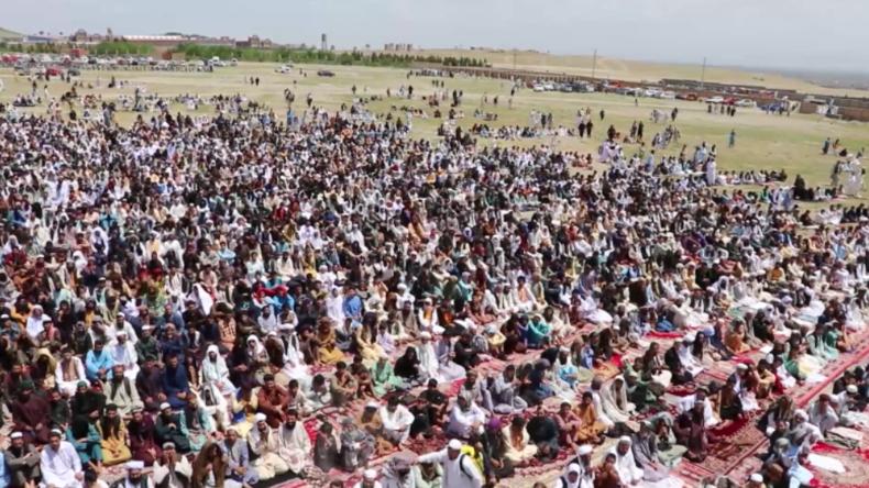 "Salafisten bei Massengebet: ""Corona schadet Muslimen nicht – Gott hat es erschaffen"""