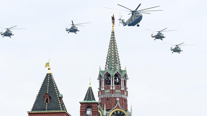 Flugschau über dem Roten Platz: Russische Luftwaffe probt für Gedenktag