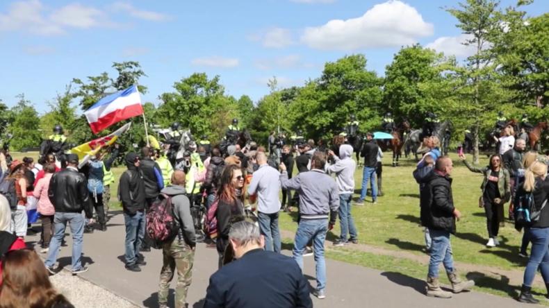 Den Haag: Dutzende Festnahmen bei Anti-Lockdown-Protest