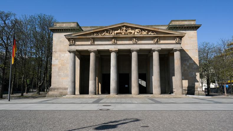 LIVE: Kriegsende vor 75 Jahren – Merkel und Steinmeier legen Kranz in Berlin nieder (ZDF)