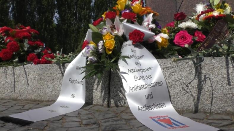 Zum 75. Jahrestag des Sieges über den Nationalsozialismus: Blumenansowjetischen Kriegerdenkmälern