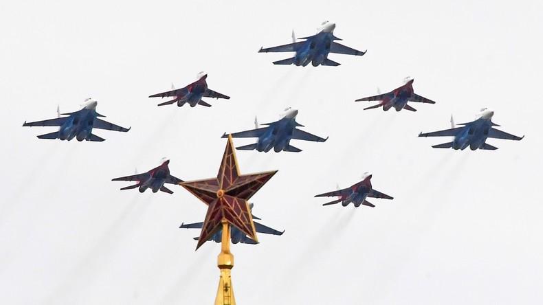Flugschau in Moskau zum 75. Jahrestag des Sieges