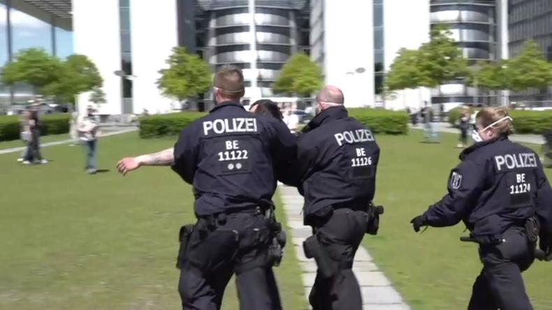 Tränengas und Festnahmen: Erneut Zusammenstöße zwischen Demonstranten und Polizei in Berlin