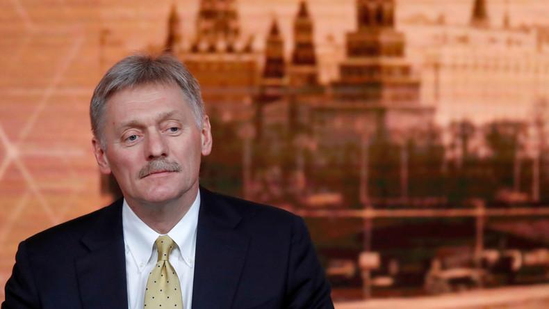 Kremlsprecher Dmitri Peskow mit COVID-19 ins Krankenhaus eingeliefert