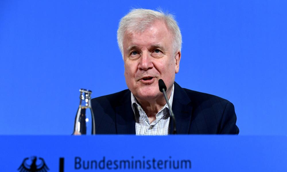 LIVE: Pressekonferenz von Innenminister Seehofer zu Corona-Lockerungen