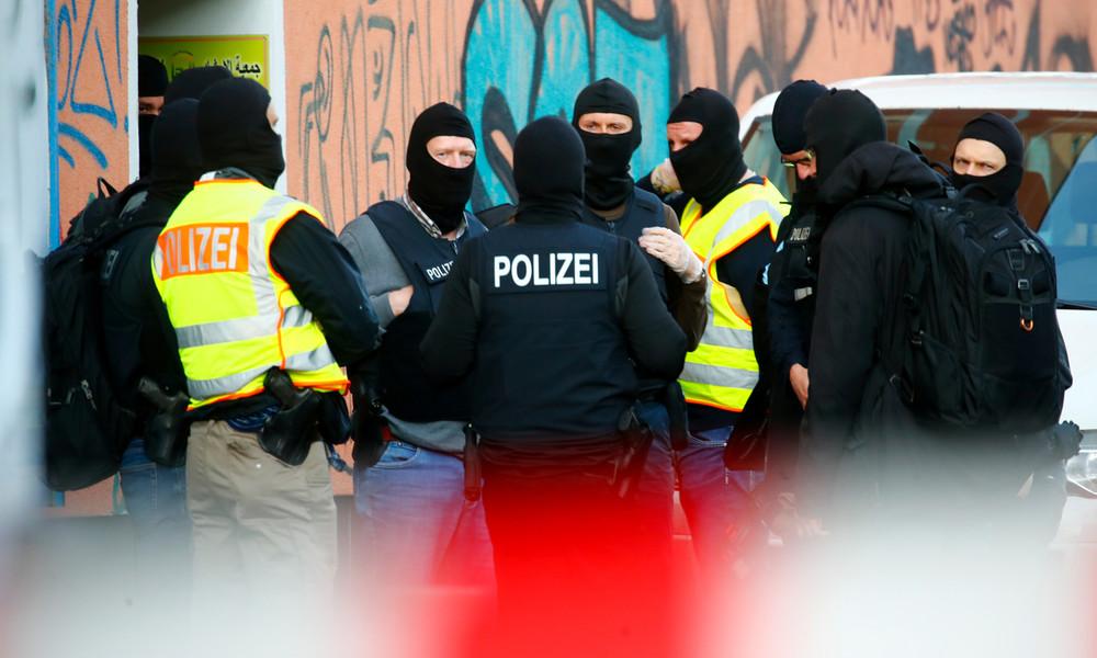Verdacht auf Drogenhandel und Waffenbesitz: Polizeirazzia gegen Clankriminalität in Berlin