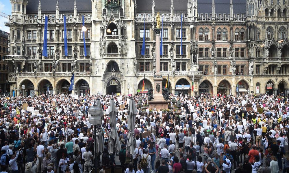 Bundesweit versammeln sich wieder Tausende Demonstranten gegen die Corona-Maßnahmen