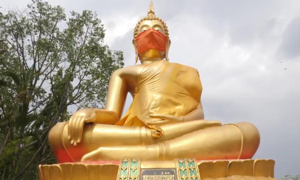 Größte Gesichtsmaske der Welt? Buddha-Statue in Thailandmit überdimensionalenMundschutz