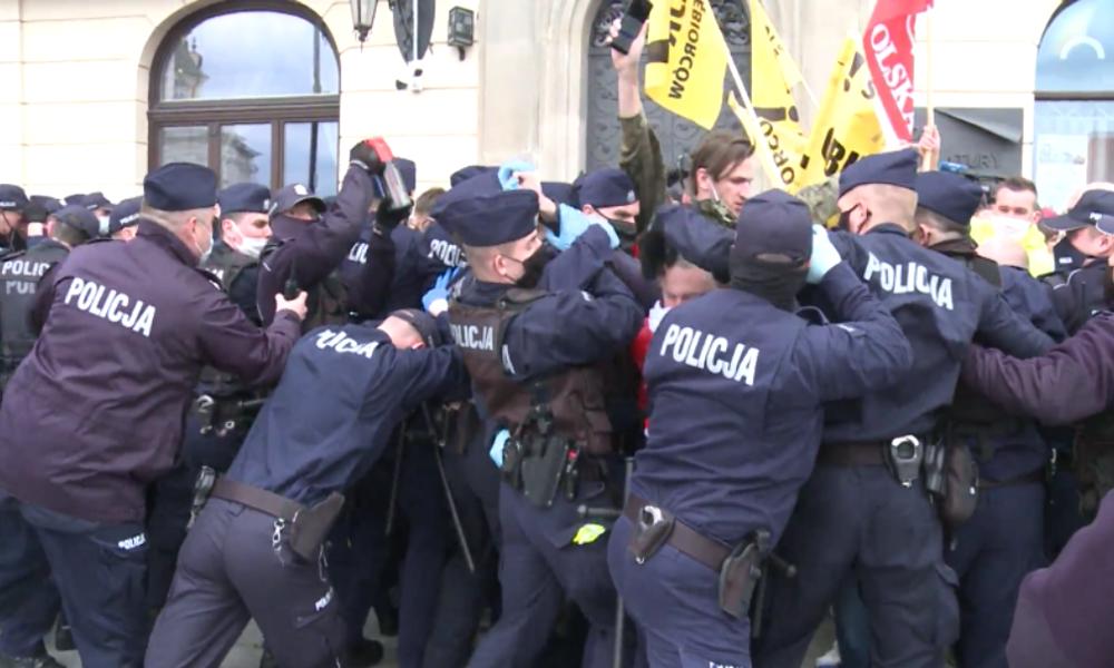 Polen: Verletzte und gewaltsame Zusammenstöße bei Anti-Lockdown-Protest