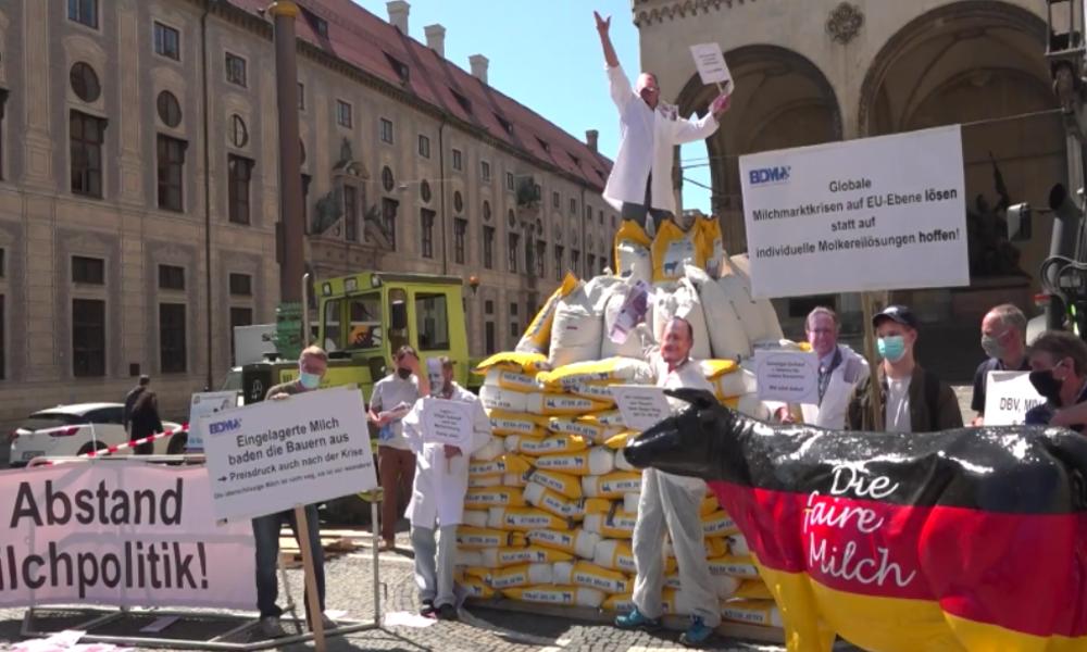 """München: """"Kurz vor Milchkrise"""" – Milchbauern fordern EU-weite Drosselung der Überproduktion"""