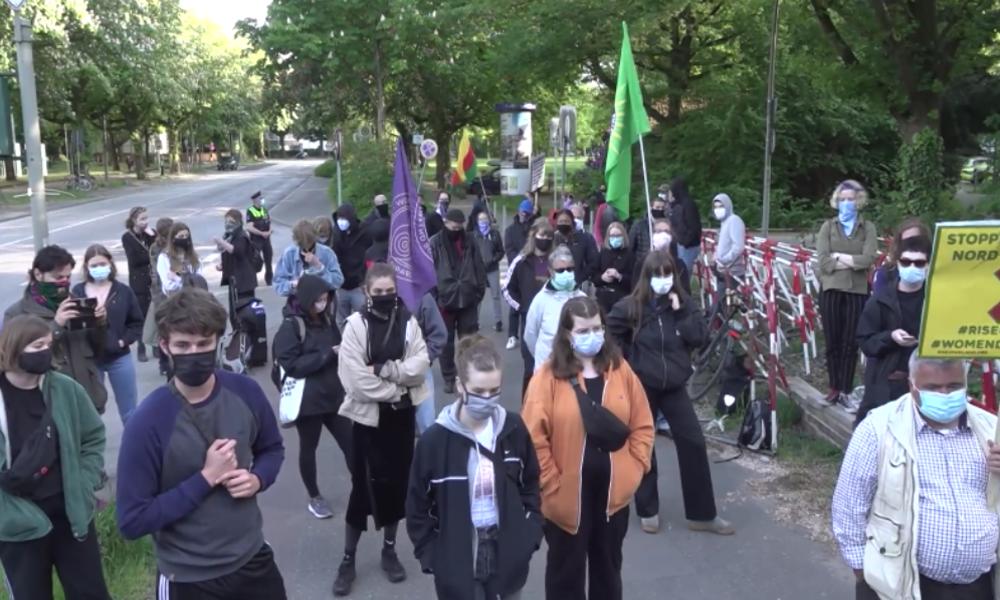 """""""Krankenwagen statt Panzer"""" – Proteste gegen Waffenexporte und Deals im Schatten von Corona"""