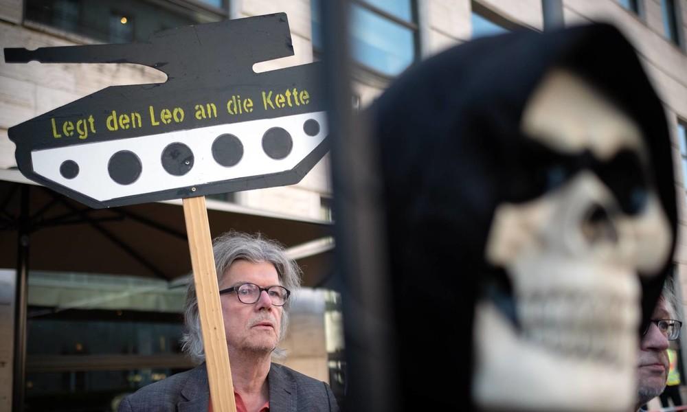 Bomben-Geschäfte mit dem Tod – Aber Rheinmetall geriert sich als Retter dank Verträgen mit dem Bund