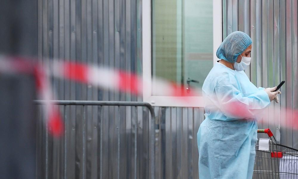 Wegen Zwangsquarantäne: Ausländer greift Krankenschwester in russischer Klinik an