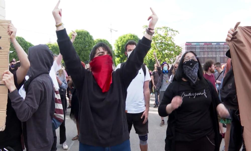 "Wien: ""Scheiß Nazis"" – ""Antifaschisten"" reagieren auf FPÖ-Protest gegen Corona-Maßnahmen"