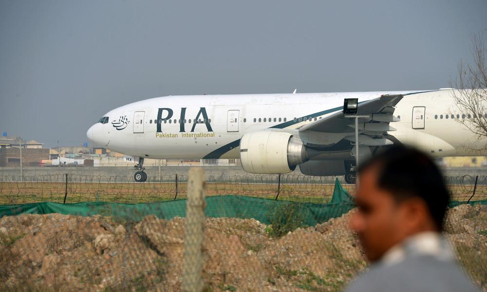 Pakistan: Passagierflugzeug stürzt nahe Flughafen ab