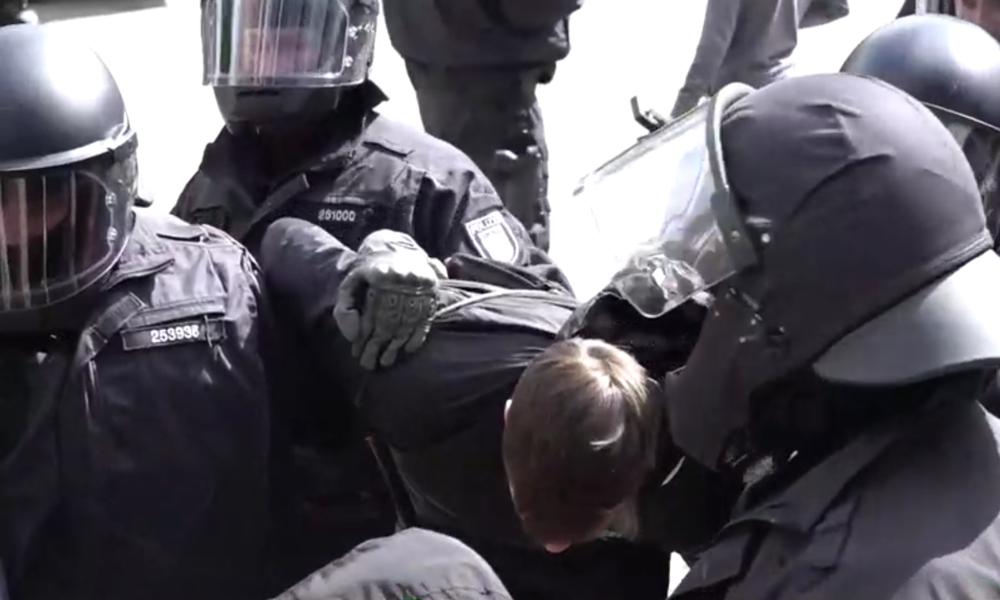 Deutschland: Pro- und Anti-Lockdown-Demonstranten treffen in Berlin und Hamburg aufeinander