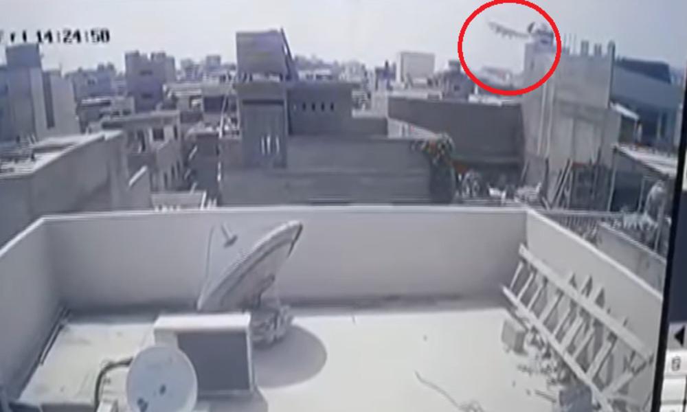 Pakistan: Kamera hält offenbar tödlichen Flugzeugabsturz in Millionenstadt auf Video fest