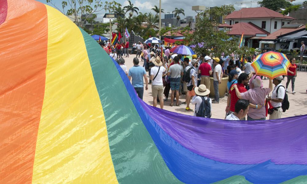 Ehe für alle tritt in Costa Rica in Kraft: Hochzeit zweier Frauen live im Fernsehen