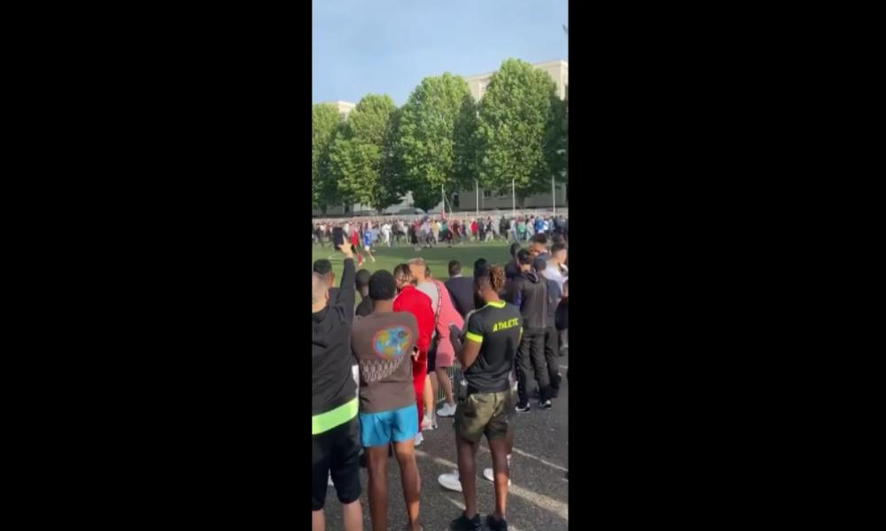 Trotz Corona-Versammlungsverbot: Hunderte besuchen illegales Fußballspiel in Straßburg