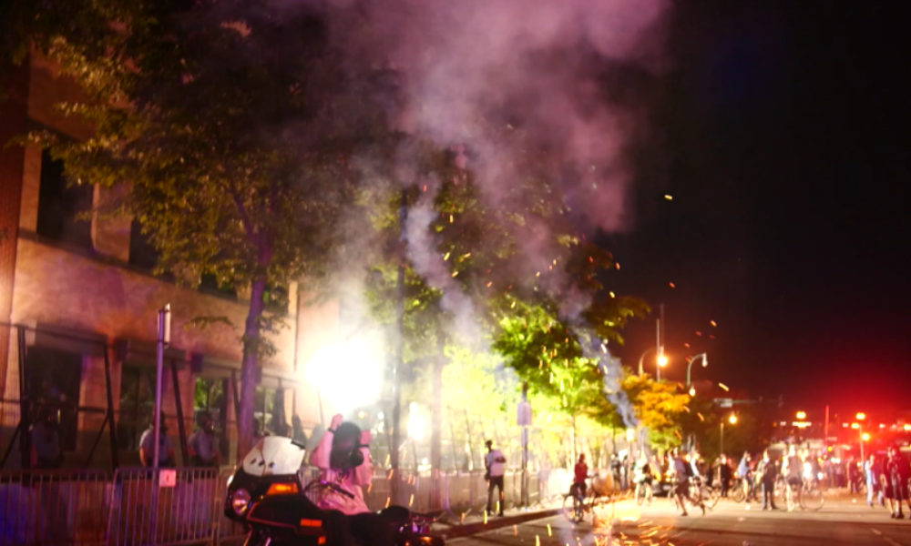 """USA: """"I can't breathe"""" 2.0 – Tödliche Festnahme löst Proteste, Plünderungen und Krawalle aus"""