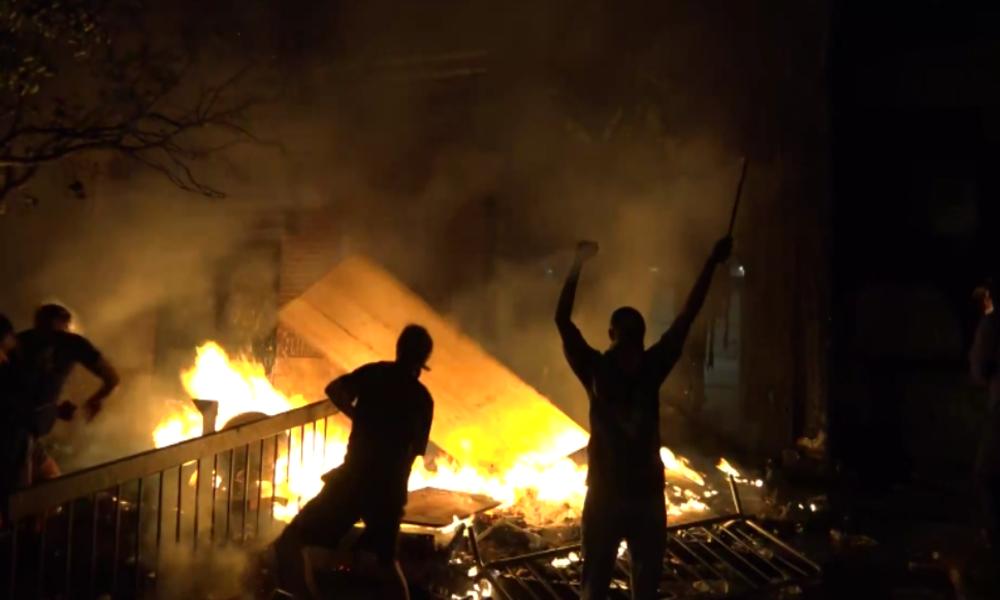 Minneapolis: Kontrollverlust, Plünderungen und Randale nach tödlicher Festnahme