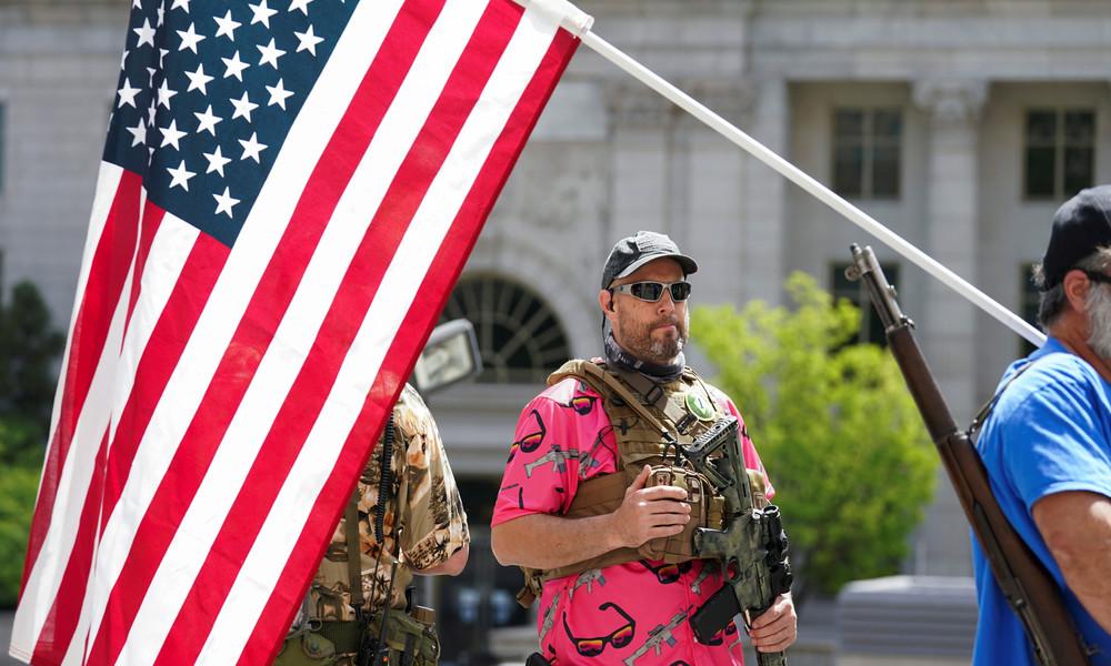 Bürger befürchten Apokalypse – beispiellose Nachfrage nach Waffen in den USA (Video)