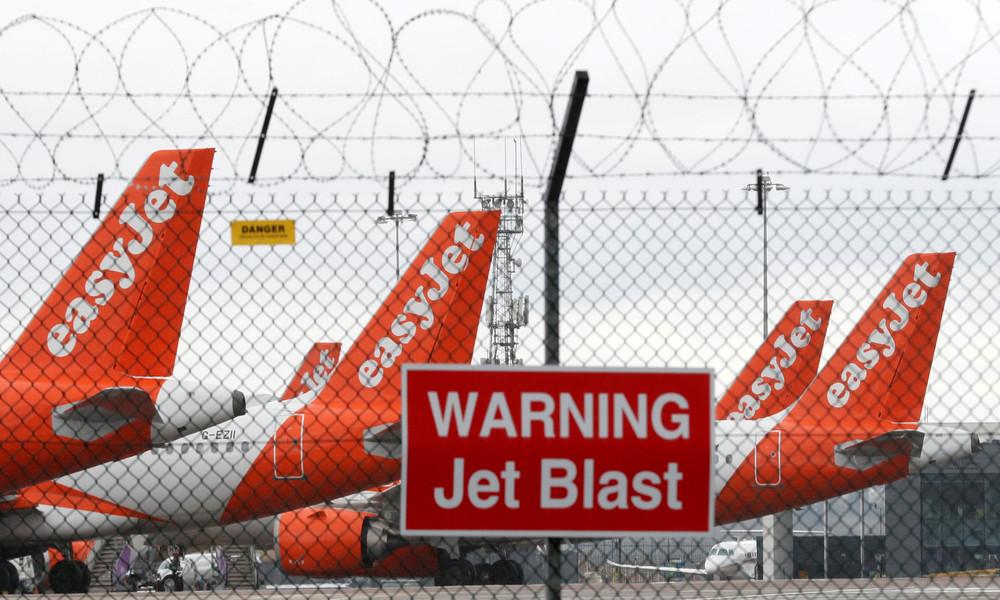 Luftfahrtgewerbe kündigt weltweit Hunderttausenden wegen Corona