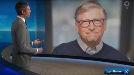 Bill Gates im mehrminütigen Interview mit den ARD-Tagesthemen, in dem er die Entwicklung eines Impfstoffes gegen das Coronavirus ankündigte. Die Lockerungen der Corona-Maßnahmen sollen auch von dessen Verfügbarkeit abhängen.