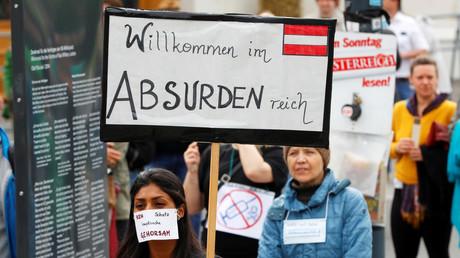 Protest gegen die Corona-Maßnahmen der österreichischen Regierung in Wien, Österreich, am 1. Mai 2020