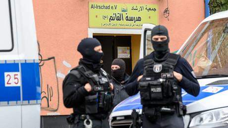 Polizisten durchsuchten am 30.04.2020 vier Moscheen und Vereine, die der Hisbollah zugerechnet werden: die Al-Irschad Moschee in Berlin (im Foto), die Al-Mustafa Gemeinschaft in Bremen, das Imam-Mahdi Zentrum in Münster und die Vereinsräume der Gemeinschaft libanesischer Emigranten in Dortmund.