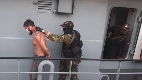 Einer der beiden US-amerikanischen Ex-Elitesoldaten bei der Verhaftung am 4. Mai in Venezuela, nachdem sie an der