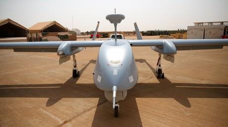Eine Heron-1-Drohne ist am 19. Dezember 2016 im Militärstützpunkt Castor in Gao, Mali, zu sehen. Sie wird zur Langstrecken-Überwachung eingesetzt.