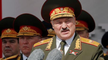 Der weißrussische Präsident Alexander Lukaschenko hält eine Rede anlässlich der feierlichen Militärparade am 9. Mai 2020.