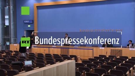BILD-Chefreporter Peter Tiede belästigt jetzt schon die BPK mit seinen abgefahrenen Verschwörungstheorien, Berlin, 11. Mai 2020