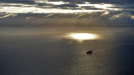 Ein Schiff in der Nähe des Seehafens Sabetta in der russischen Arktis.