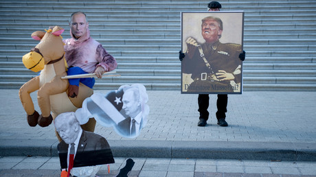 Die sechs größten Russiagate-Lügen und alles, was man darüber wissen muss  (Protestierende versammeln sich am Capitol Hill während des Amtsenthebungsverfahrens gegen US-Präsident Donald Trump. Washington, DC, 29. Januar 2020)