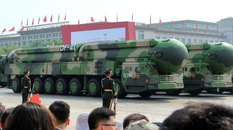Mobile Abschussrampen mit ballistischen Interkontinentalraketen DF-41 auf der Militärparade zum 70. Gründungstages der Volksrepublik China. (Peking, 01. Oktober 2019)