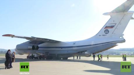 Ein russisches Militärflugzeug des Typs Ilyushin IL-76 nach der Landung auf dem internationalen Flughafen Banja Luka in der Republika Srpska.