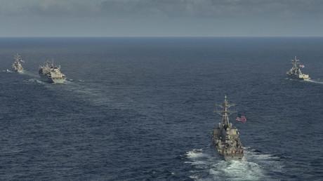 US-amerikanische und britische Kriegsschiffe bei militärischen Muskelspielen im Arktischen Ozean (Nordpolarmeer), 5. Mai 2020