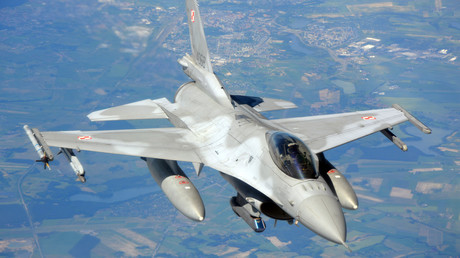 Würde bald US-Atombomben tragen, wenn es nach Georgette Mosbacher ginge: F-16 der polnischen Luftwaffe über Nordpolen beim Manöver Anaconda, 10. Juni 2016