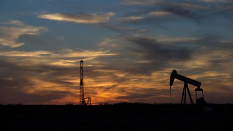 Symbolbild: Frackingausrüstung auf einem Feld außerhalb von Sweetwater, Texas. Die kleinen und mittleren Unternehmen, die über die Hälfte der jährlich 100 Milliarden Dollar der US-amerikanischen Öldienstleistungsindustrie ausmachen wurden vom Abschwung besonders hart getroffen.