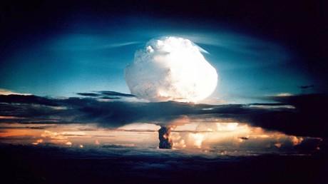 Russlands Auswärtiges Amt: Echter Beitrag zu Europas Sicherheit wäre ein Abzug der US-Sprengköpfe  (Symbolbild: Wolke nach Explosion der XX-58 IVY MIKE, einer experimentalen Wasserstoffbombe der USA. Insel Elugelab, Atoll Enewetak, 01. November1952)