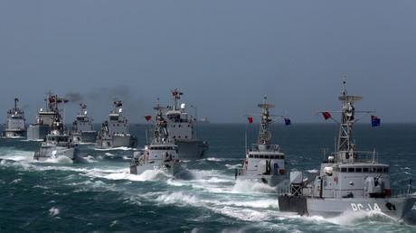 Wegen US-Seeblockade: Venezuelas Marine wird iranische Tanker zu seinen Ufern geleiten  Fregatten der Marine Venezuelas beim Manöver